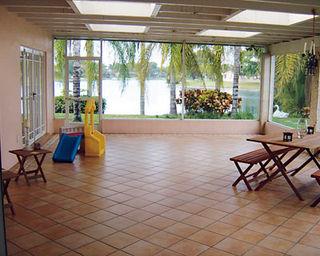 H0708_tropical_patio_07
