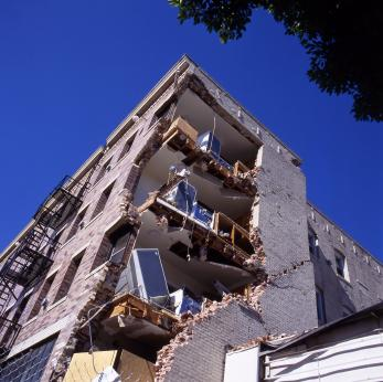 Earthquake_catastrophe_apartment_building