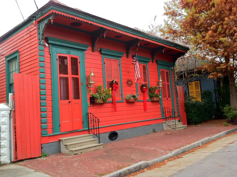 New Orleans House Paint Colors: Red and green